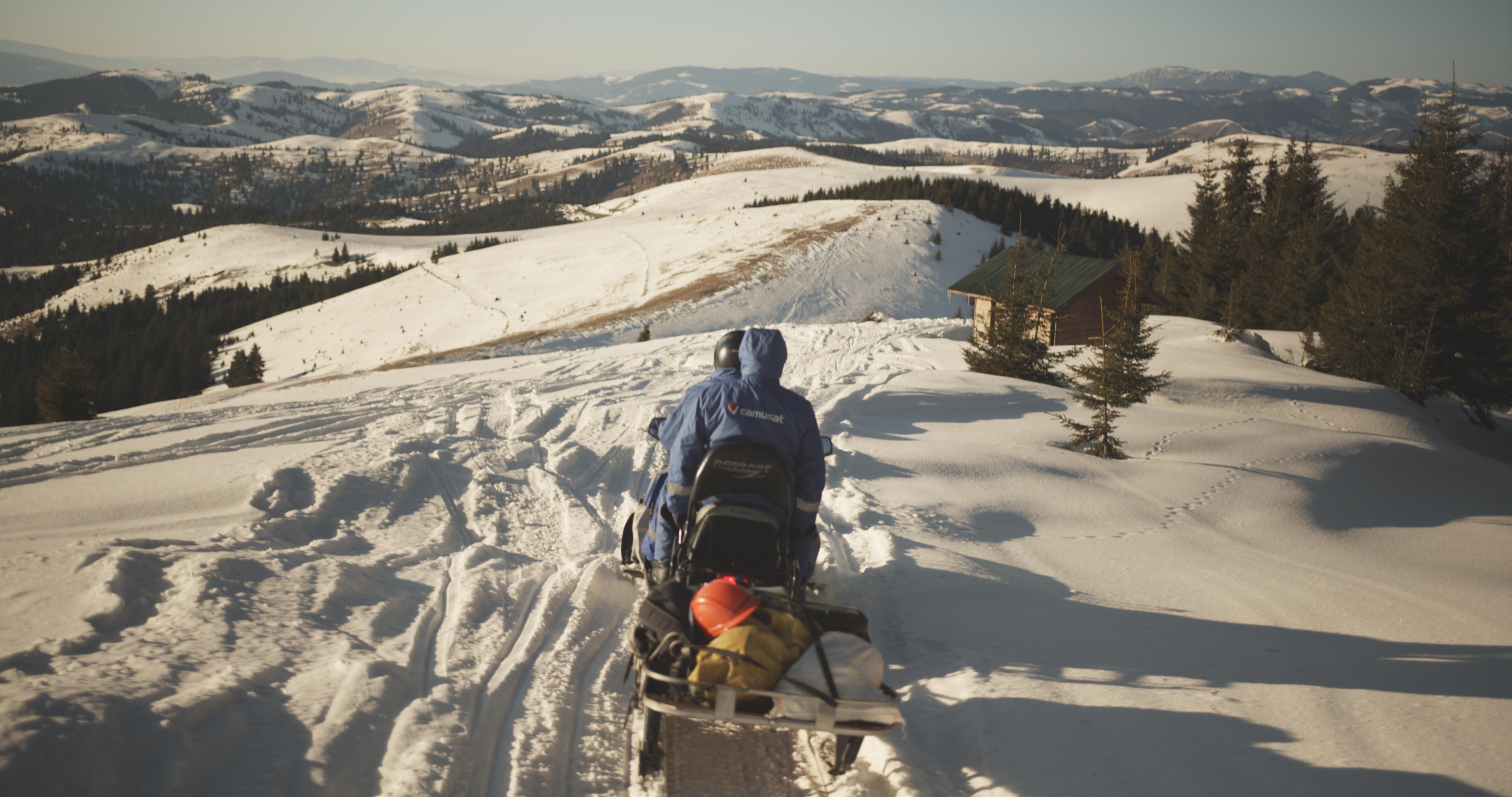 moto neige de deux technicien pour tournage film roumanie