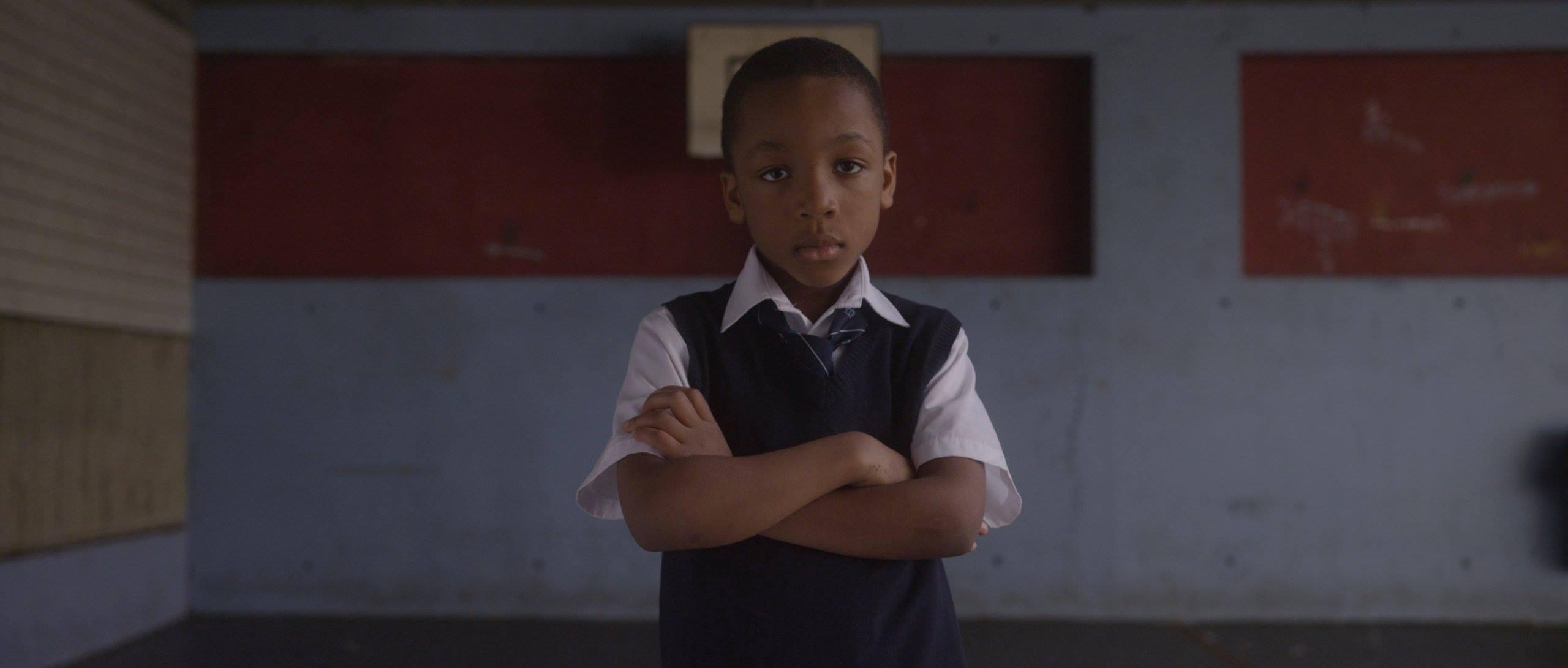 jeune garçon black dans clip musical de Just Kids