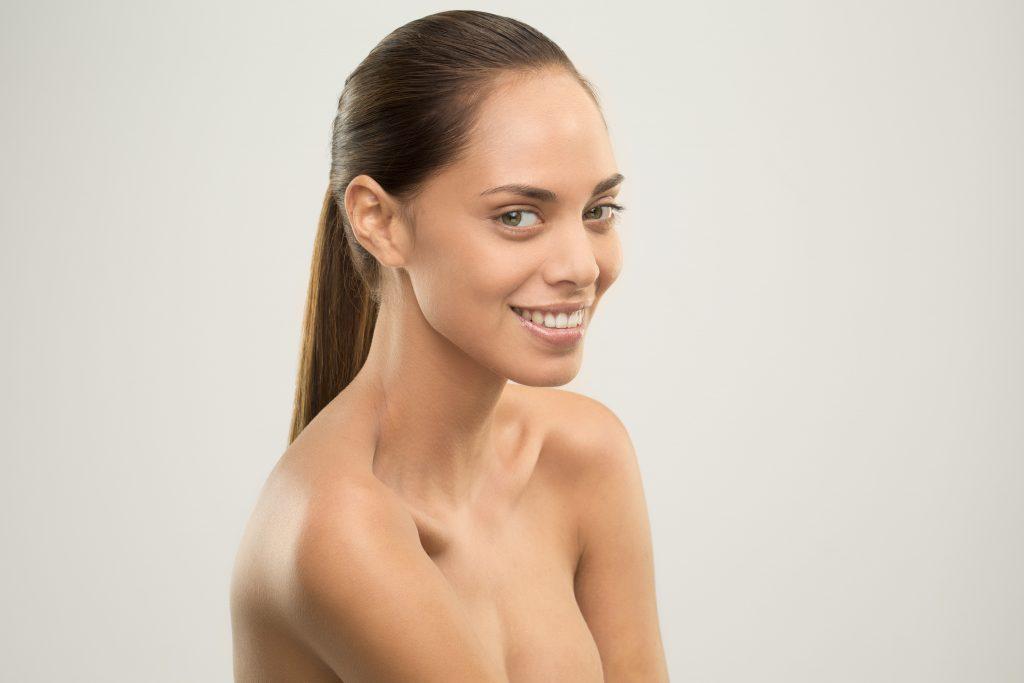 shooting photo studio modele de beauté sourire