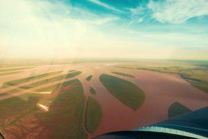 vue aerienne depuis l'avion au dessus de la baie à madagascar
