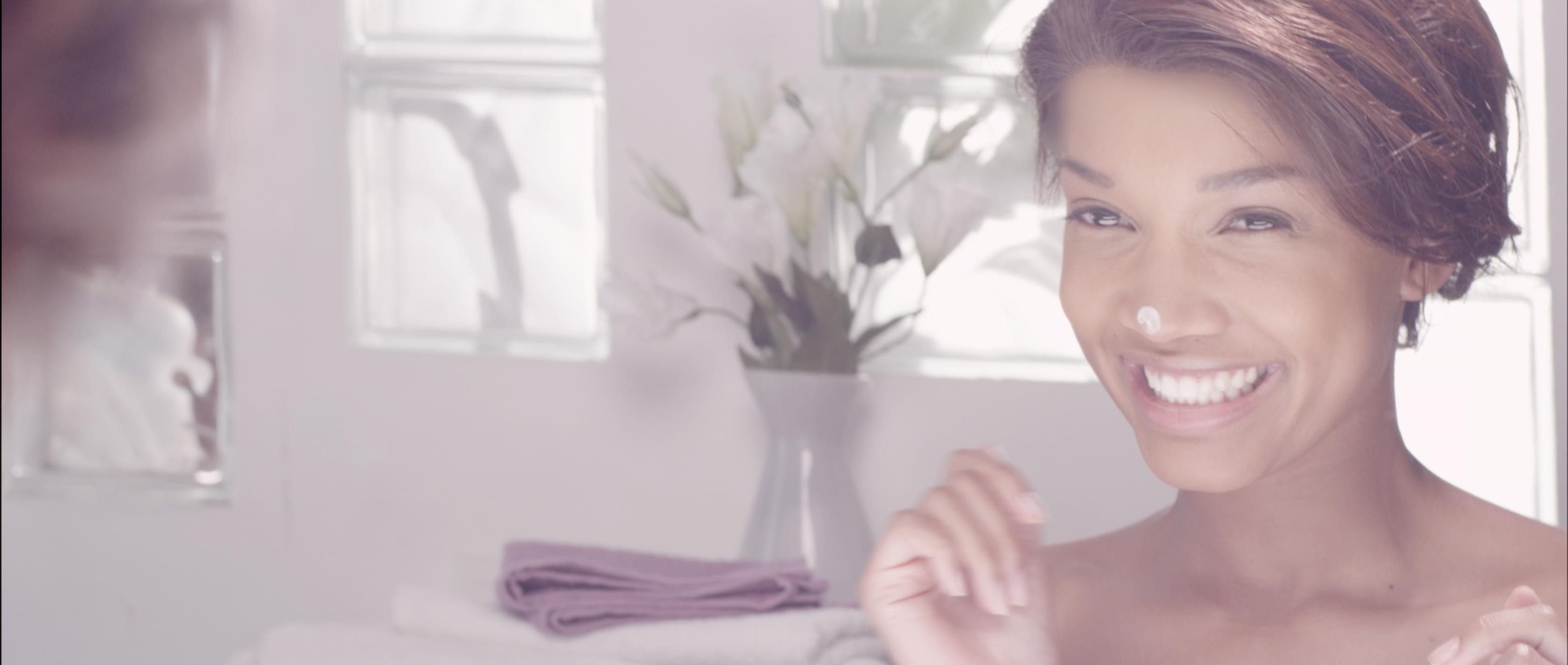 mannequin pour film publicitaire crème de beauté