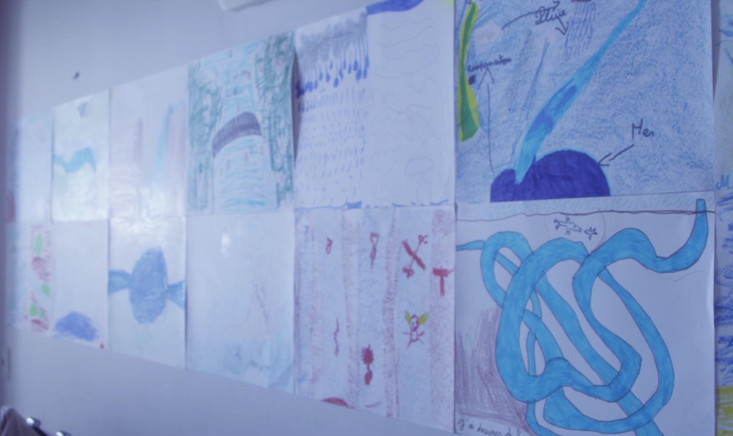 dessins d'enfant dans film d'école